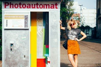 mikuta hanging out in a photoautomat in berlin