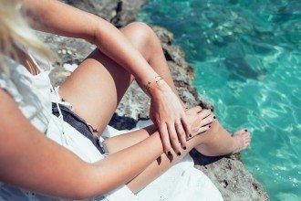 mikuta jewellery on the beach