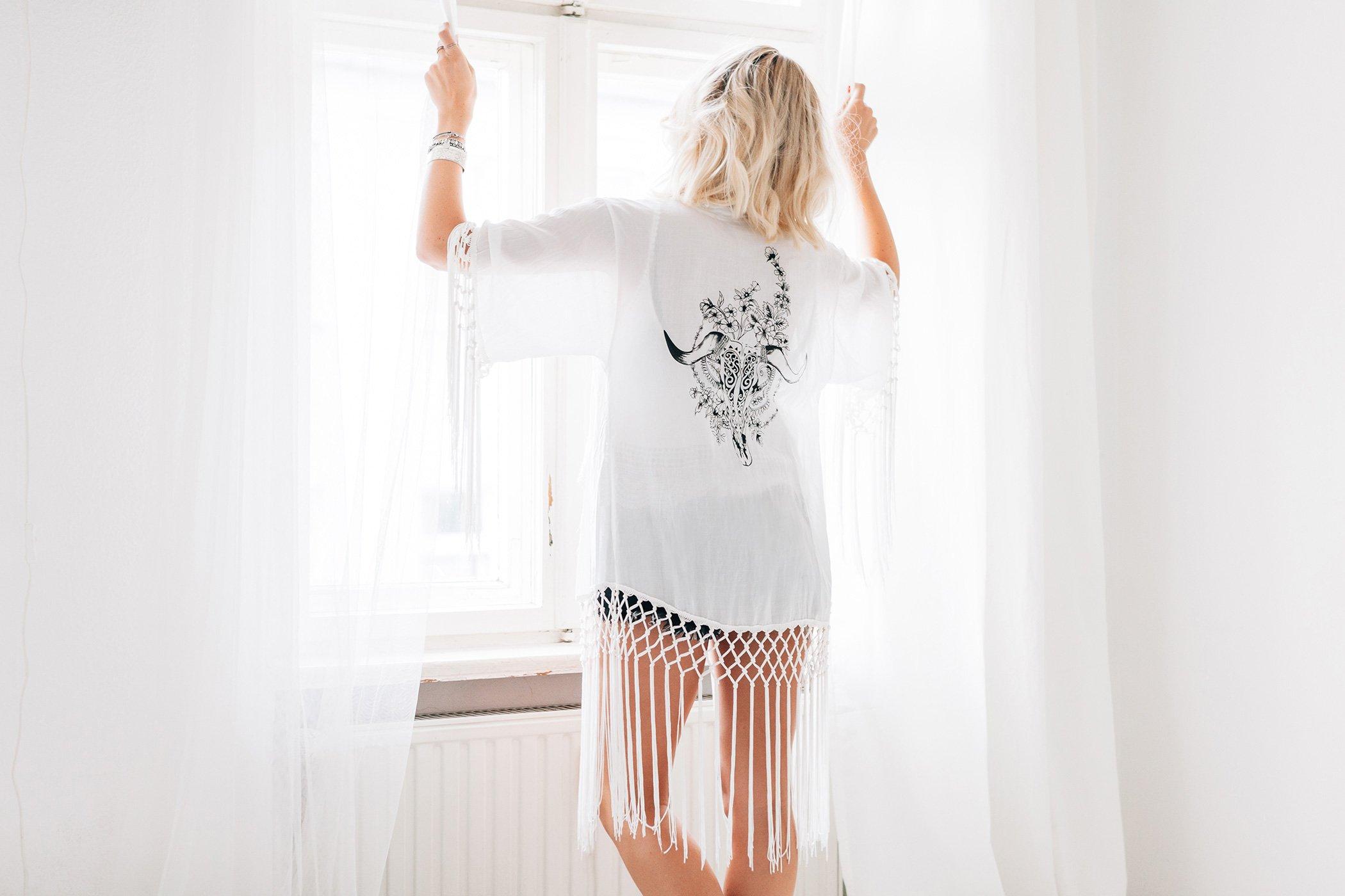 mikuta-wearing-white-kimono-and-shorts-17