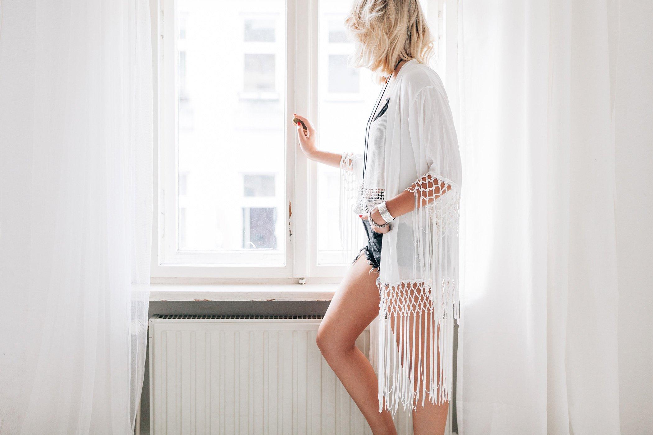 mikuta-wearing-white-kimono-and-shorts-7