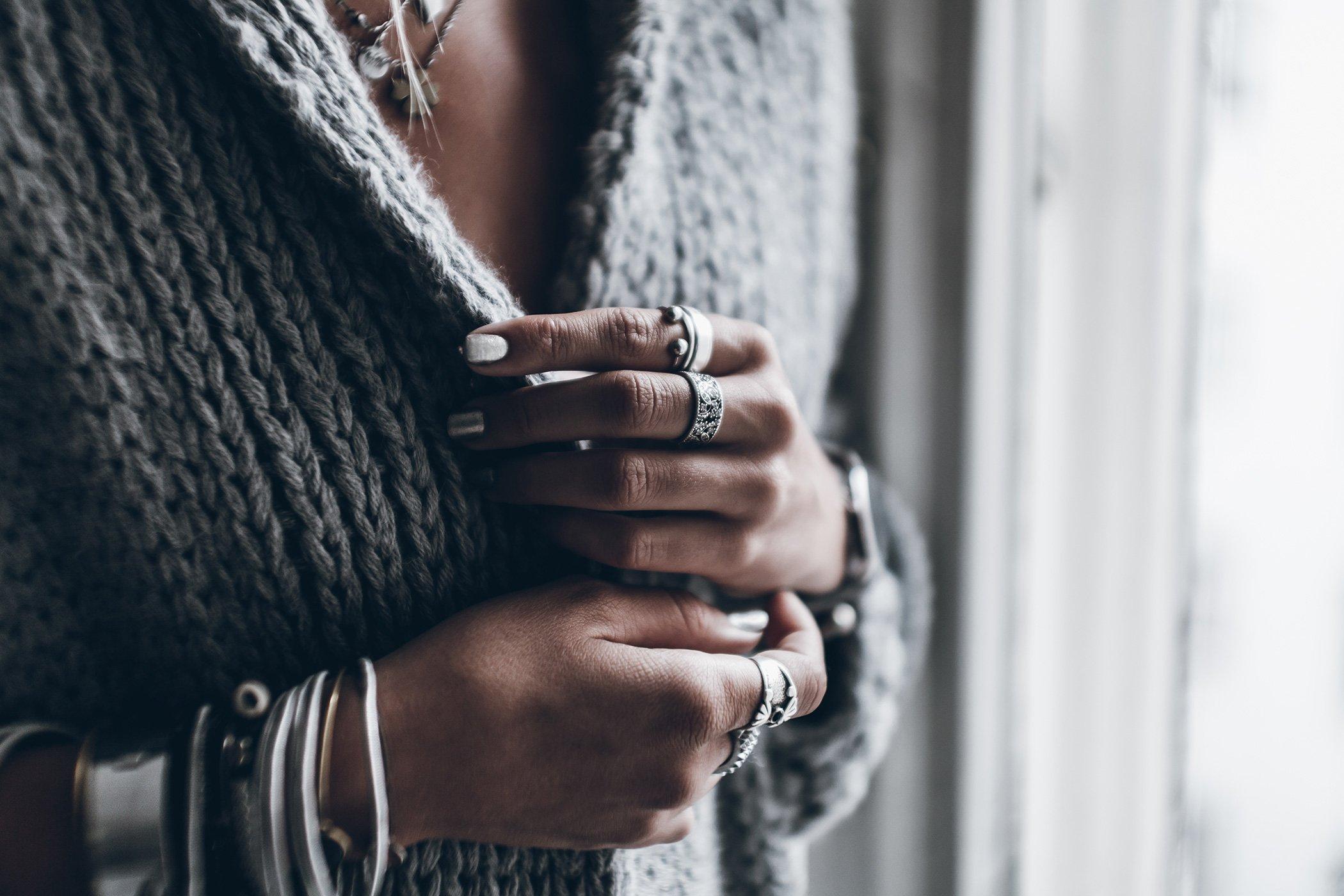 mikuta-silver-nails-1