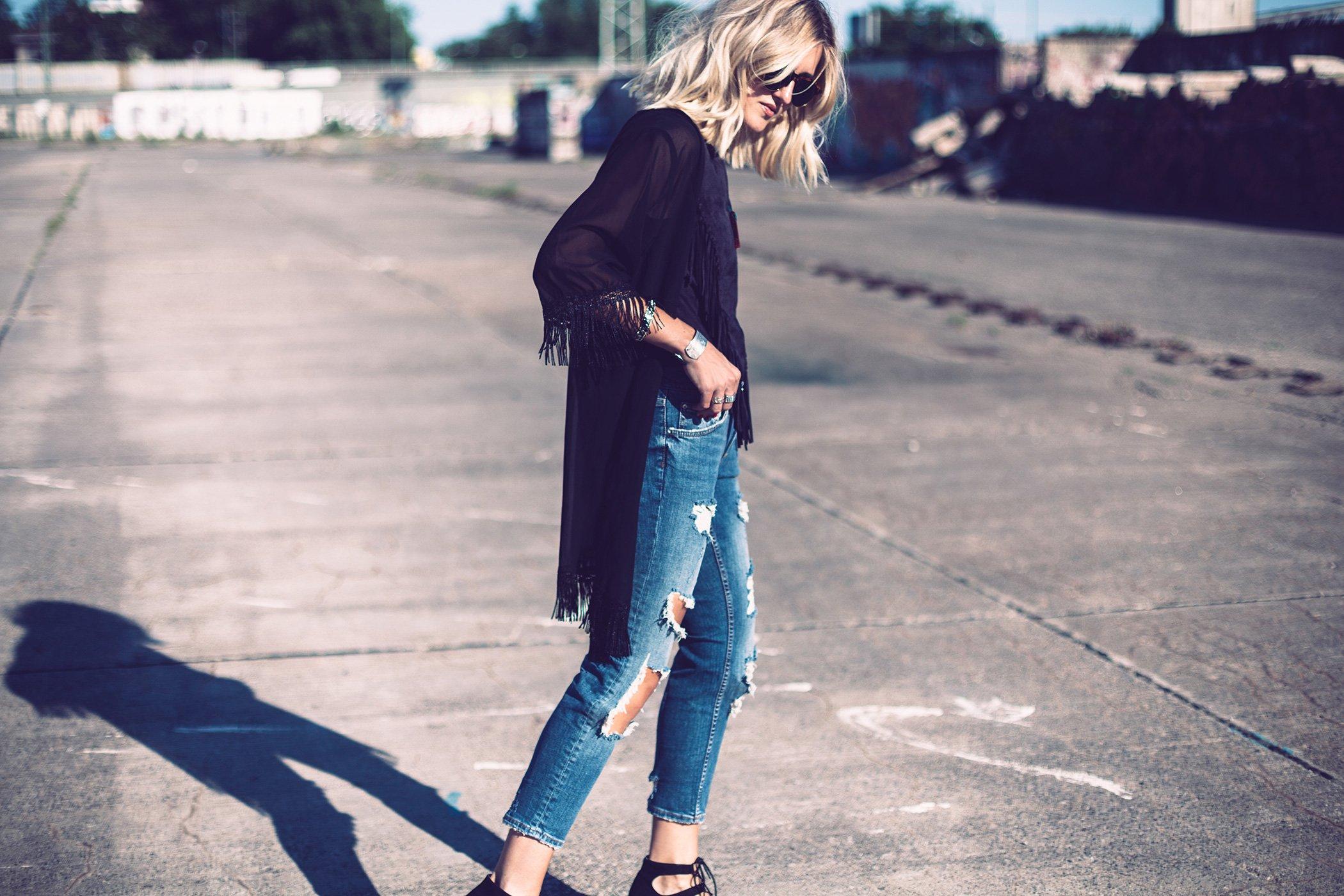 mikutas black kimono and ripped jeans