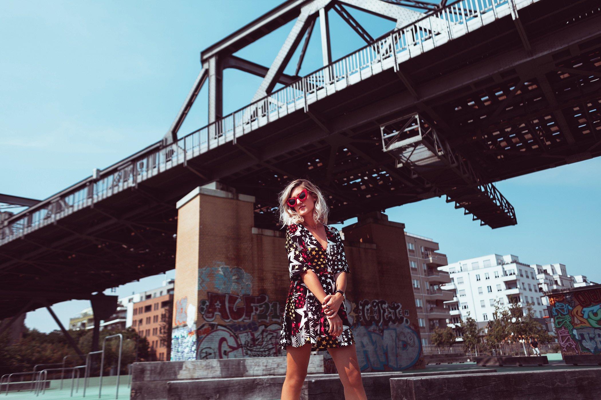 mikuta-star-dress-and-red-cat-eye-sunglasses-3
