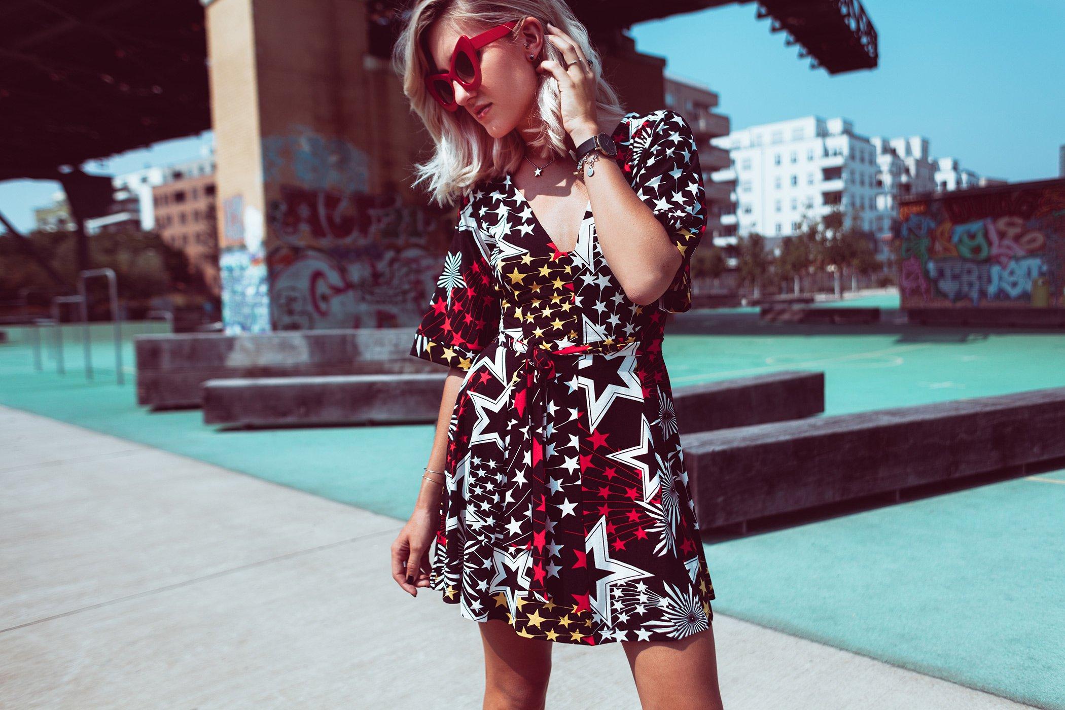 mikuta-star-dress-and-red-cat-eye-sunglasses-5