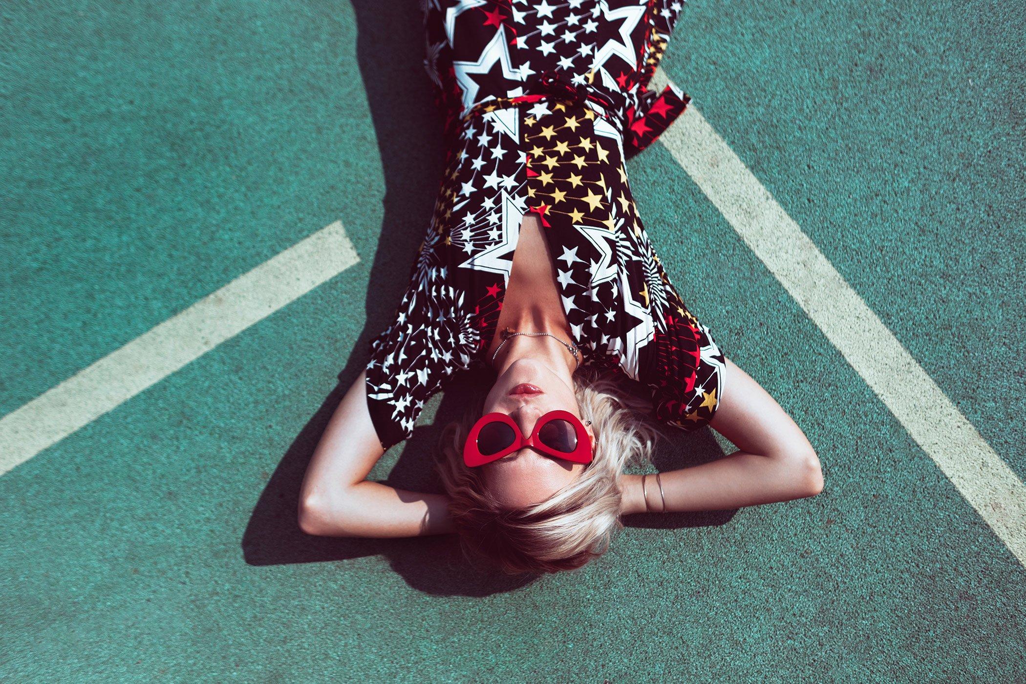 mikuta-star-dress-and-red-cat-eye-sunglasses-8