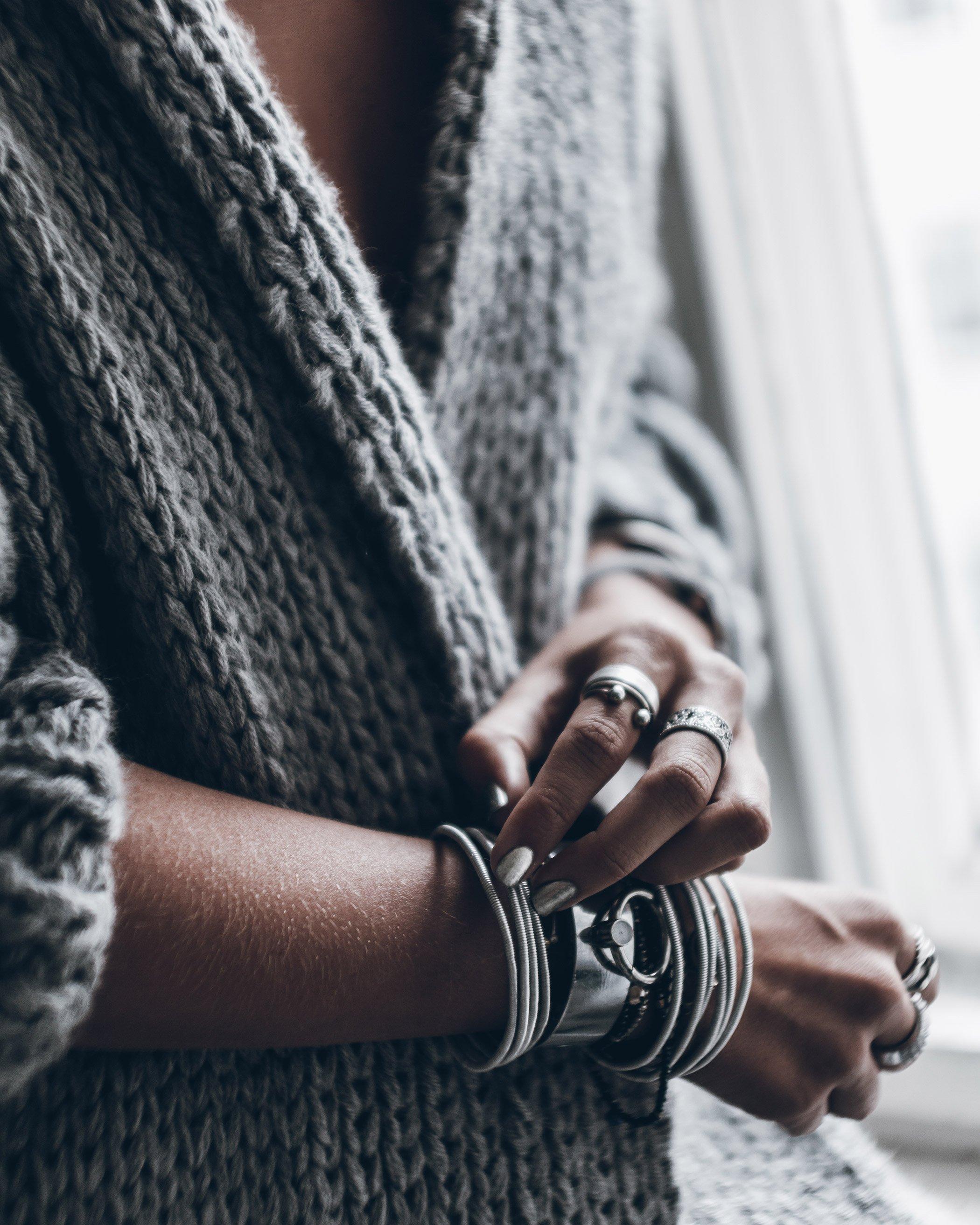mikuta-silver-nails-2